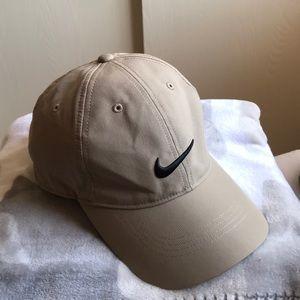 Unisex Nike golf hat